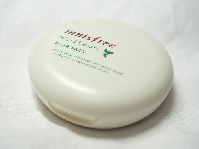 Innisfree No-Sebum Blur Pact: the better Blur product